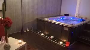 hotel avec bain a remous dans la chambre salle de bain de luxe avec