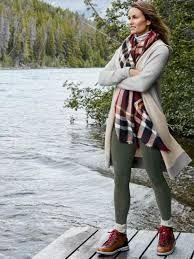Casual Outdoor Winter Wedding Outfits Ideas 40