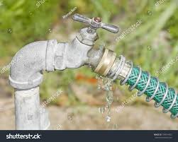 Leaking Outdoor Faucet Freezing by Yard Hydrant Outdoor Water Faucet Valve Garden Hose Spigot Freeze