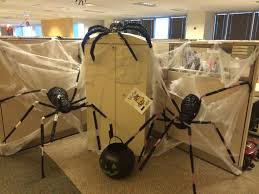 Cubicle Decoration Ideas In Office by Best 25 Halloween Office Decorations Ideas On Pinterest Diy