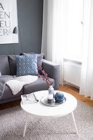 wohnzimmer herbst blaue akzente dunkle wand farbe 6 it s