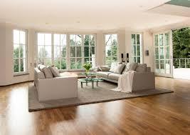 wohnzimmer fensterfront couchtisch sofa glascouc
