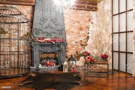 interieur mit kamin kerzen haut kühen ziegelmauer große fenster und ein metall zelle ein dachboden wohnzimmer couchtisch in modernem design
