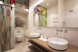 kunst im bad modern badezimmer berlin goldmann