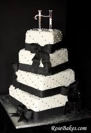 wel e cute black and white wedding cakes