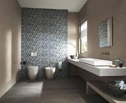 bad mit akzent wand gestalten wc design badezimmer design