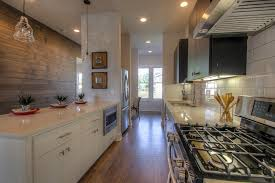 recouvrir faience cuisine revetement carrelage cuisine pour refaire sa salle de bain les