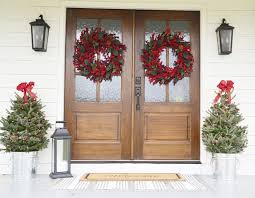 Outdoor Christmas Decorating Ideas Front Porch by 25 Unique Christmas Front Porches Ideas On Pinterest Christmas