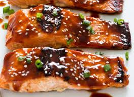 cuisiner filet de saumon recette de filet de saumon au miel et sriracha