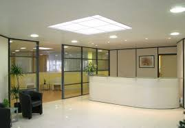 faux plafond bureau aménagement de bureaux comprenant les cloisons modulaires le faux