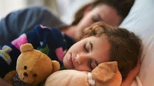 a quel age bébé dort dans sa chambre mon enfant dort parfois avec moi quelles conséquences pour lui