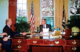 Resolute Desk Replica Plans by Bush 41 Still Using Reagan U0027s Designs In 1989 But He As Switched