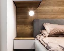modernes schlafzimmerdesign mit hölzerner wand premium foto
