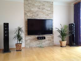 terrasse en bois steinwand im wohnzimmer