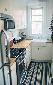 Small Narrow Kitchen Ideas by Best 25 Very Small Kitchen Design Ideas On Pinterest Tiny