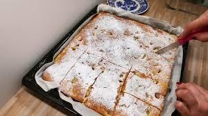 luftiger rhabarberkuchen schnell einfach köstlich rhabarber kuchen blechkuchen