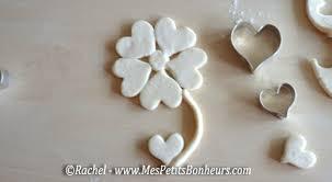 idée bricolage cadeau de fête des mères une fleur en pâte à sel
