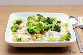 schnelles brokkoli kichererbsen curry mit basmati reis