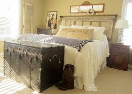 Simple Vintage Rustic Bedroom Decor With Chestbox Storage Vintage