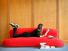 sofa aus samt reinigen so werden sie die flecken los wohnen
