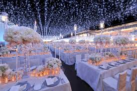 Spectacular Winter Wonderland Wedding Decoration Ideas 30
