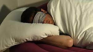 schimmel vorbeugen schlafzimmer im winter regelmäßig lüften