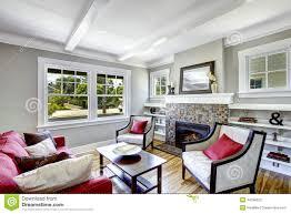 gemütliches kleines wohnzimmer mit kamin stockfoto bild