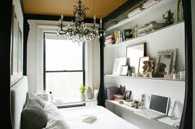 Tiny NYC Half Bedroom Converted Into Elegant Chamber Video