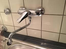 spülmaschine an wasserhahn an der wand anschließen wasser