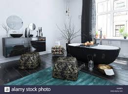 stilvolle orientalischen stil badezimmer mit schwarzem lack