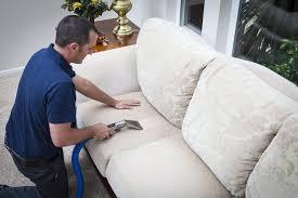 détacher un canapé en tissu comment nettoyer un canapé en tissu conseils et astuces déco