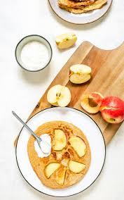 apfelpfannkuchen mit süßem quark