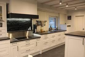 familienküche landhaus modern in kristallweiß