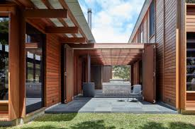 100 Beach House Architecture A Courtyard Connects Living And Sleeping Areas At This