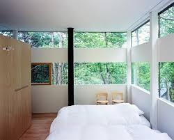 schlafzimmer in einem haus aus glas und bild kaufen