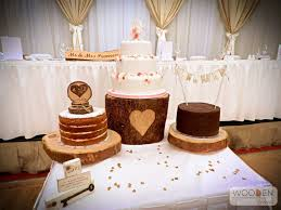 Create A Beautiful Rustic Cake Table With Log Slices Our Heart Stand