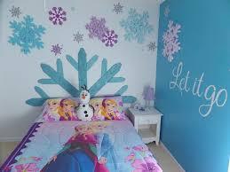 chambre la reine des neiges design interieur deco chambre enfant peinture bleue deco flocons