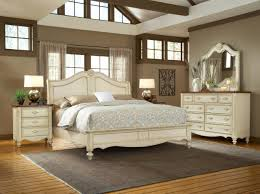Woodcrafters Chateau Collection Sleigh Bedroom Set in White