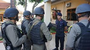 12 personel satbrimob polda jateng jalani pra dikbangspes