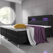 boxspringbett montana 180 x 200 cm schwarz komplett set mit matratze und topper led licht im kopfteil bett aus kunstleder und holz modern