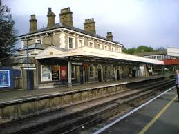 Teddington Railway Station - Wikipedia Ldon Waterloo Station Stock Photos Hounslow Loop Glp Hampton Railway Station Wikipedia South Trains Tfl Train Reforms 2016 Cosy 2 Bedrooms In Barnes Little Chelsea 20 Minutes To Captain Wolf Sam 55 Youtube Bridge 27 November 1999 Savills Road Sw13 0nb Property Rent Jcdecaux Launches Channel With Premium 80 Digital Chiswick