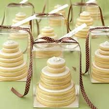 Ask Your Pastry Chef To Make Tiny Cakes For You Giveaway Guests Place Them In Small Boxes Decorated With Bows That Match Wedding Theme And