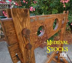 how to make medieval stocks