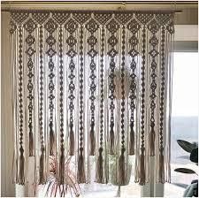 macrame curtain large wallhanging auf einem holzstab