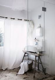 vintage badezimmer in weiß mit bild kaufen 12556407