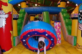 parc de jeux enfants loisirs minigolf chateaux gonflable park