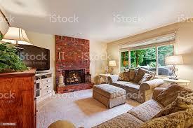 gemütliches wohnzimmer mit backstein kamin stockfoto und mehr bilder architektur