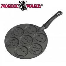 poele a pancake induction poele blinis et pancakes smiley nordic ware maspatule