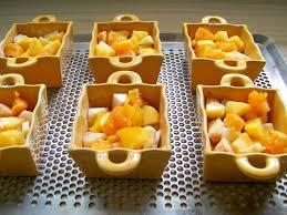 dessert aux fruits d ete crumble aux abricots pêches blanches brugnons et mirabelles