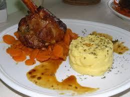 cuisiner une souris d agneau souris d agneau caramélisées à la polenta carottes confites au